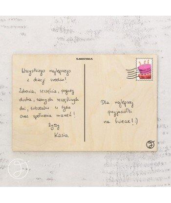 Mama wie lepiej - drewniana kartka pocztowa